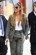 http://img18124.imagevenue.com/loc279/th_219727287_Jennifer_Lopez__Arrives_at_Jimmy_Kimmel_Live__12_122_279lo.jpg